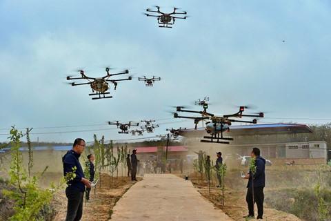 Phi công lái drone - nghề hot nhất ở nông thôn Trung Quốc - Ảnh 2.
