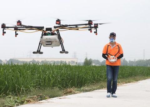 Phi công lái drone - nghề hot nhất ở nông thôn Trung Quốc - Ảnh 3.