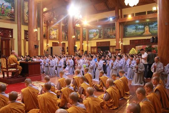 Công an thu thập tài liệu về việc cúng oan gia trái chủ tại chùa Ba Vàng - Ảnh 2.