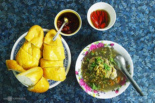 10 món ăn đường phố hấp dẫn ở Quy Nhơn - Ảnh 2.
