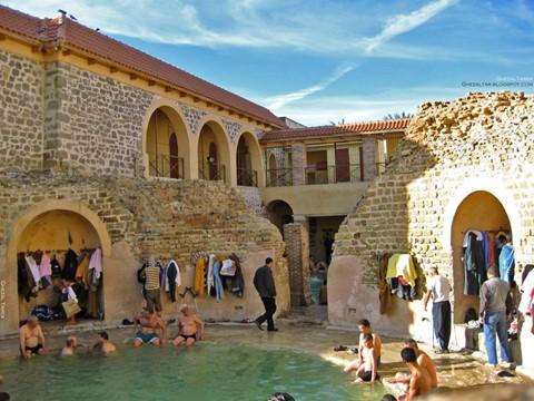 Nhà tắm 2.000 năm tuổi từ thời La Mã cổ đại vẫn hoạt động - Ảnh 4.