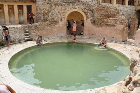 Nhà tắm 2.000 năm tuổi từ thời La Mã cổ đại vẫn hoạt động - Ảnh 6.