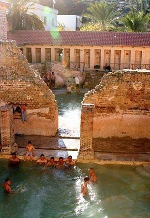 Nhà tắm 2.000 năm tuổi từ thời La Mã cổ đại vẫn hoạt động - Ảnh 7.