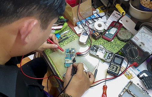 Người đam mê phục chế điện thoại cổ - Ảnh 2.