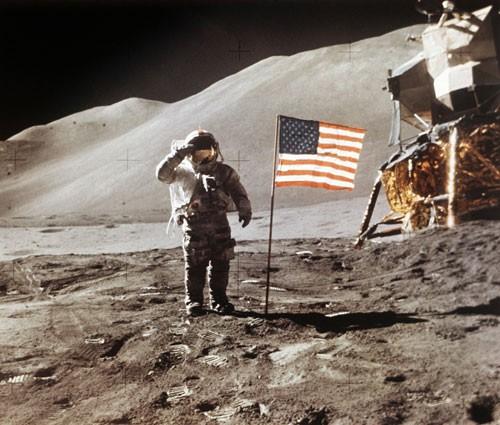 Mỹ muốn đưa phụ nữ lên mặt trăng - Ảnh 1.
