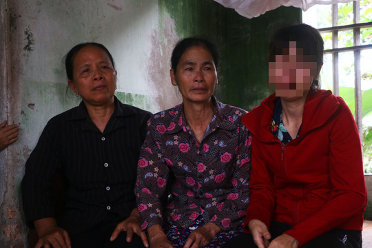Mẹ nữ sinh lớp 9 bị đánh nghẹn ngào khi Báo Người Lao Động trao tiền hỗ trợ - Ảnh 5.