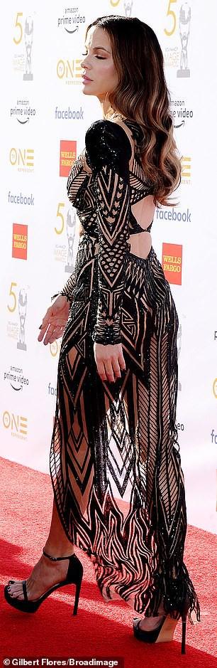 Mỹ nhân Kate Beckinsale mặc táo bạo trên thảm đỏ - Ảnh 2.