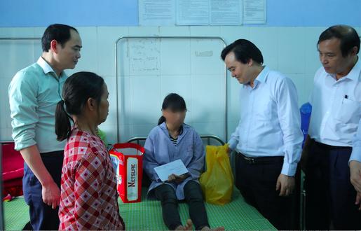 Thủ tướng, Phó Thủ tướng yêu cầu xử lý nghiêm vụ nữ sinh lớp 9 bị đánh dã man, lột đồ - Ảnh 1.