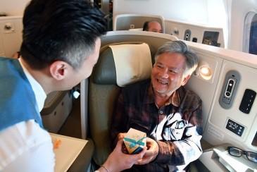Khách bay bất ngờ được hãng hàng không gửi quà tặng 8-3 - Ảnh 7.