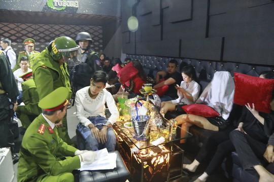 Xử phạt Chủ quán bar tụ điểm sử dụng ma túy trên 100 triệu đồng - Ảnh 2.