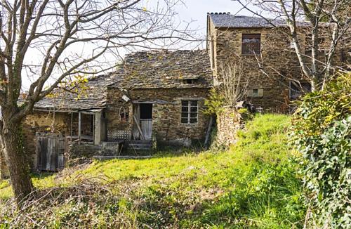 Hàng loạt ngôi làng Tây Ban Nha rao bán giá rẻ - Ảnh 1.