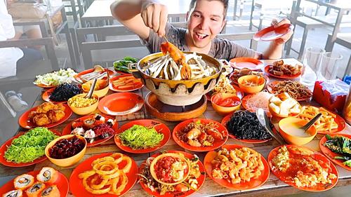 Thủ thuật giúp nhà hàng buffet kiếm bộn tiền dù khách ăn nhiều - Ảnh 2.