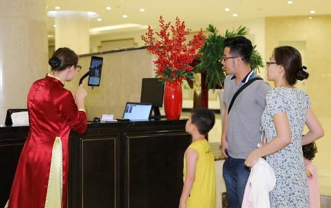 Vinpearl ứng dụng công nghệ nhận diện gương mặt trong dịch vụ du lịch khách sạn tại Việt Nam - Ảnh 4.