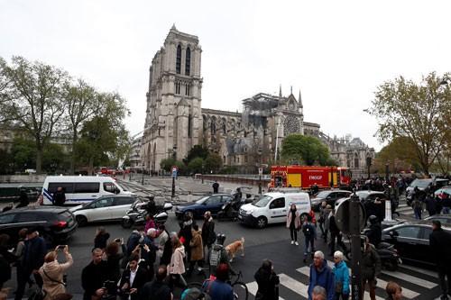 Cháy nhà thờ Đức Bà Paris: Nỗi đau khôn nguôi - Ảnh 1.