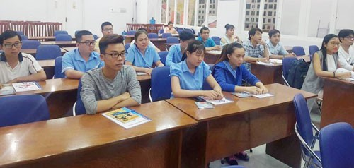 Đào tạo ngoại ngữ, kỹ năng miễn phí cho công nhân - Ảnh 1.