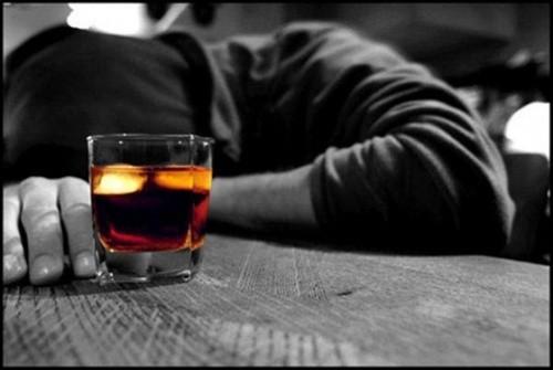 Uống rượu làm tăng 35% nguy cơ đột quỵ - Ảnh 1.