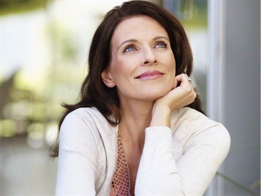 Bí quyết trang điểm khiến phụ nữ tuổi trung niên không bị già đi - Ảnh 8.