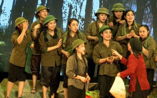 Công diễn vở Hoa lửa Truông Bồn tại TP HCM - Ảnh 1.