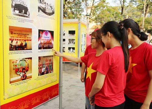 Triển lãm ảnh chào mừng 90 năm thành lập Công đoàn Việt Nam - Ảnh 1.