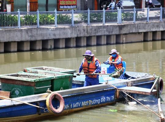 UBND TP HCM chỉ đạo giảm đàn cá ở kênh Nhiêu Lộc - Thị Nghè  - Ảnh 1.