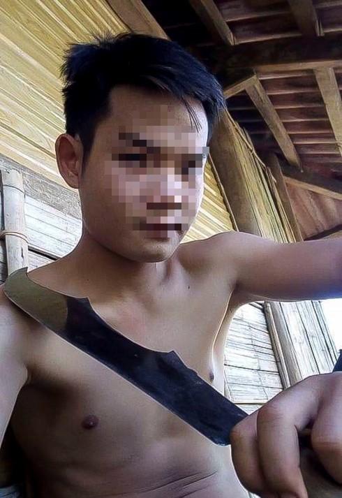 Thiếu nữ 15 tuổi nghi bị anh ruột chém vào đầu, siết cổ đến tử vong - Ảnh 1.