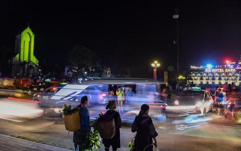 Sa Pa đông nghẹt khách du lịch lúc nửa đêm - Ảnh 8.
