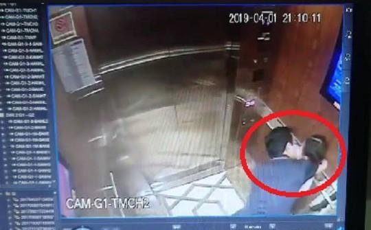 Vụ ôm hôn bé gái trong thang máy chung cư: Virus 200.000 đồng lây lan? - Ảnh 1.