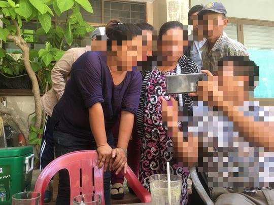 Hàng xóm cựu phó viện trưởng VKSND Đà Nẵng nói gì về vụ ôm hôn bé gái trong thang máy? - Ảnh 1.