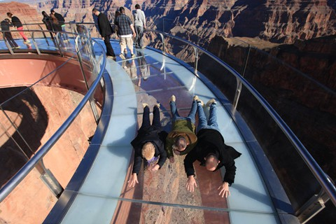 6 cầu kính nhìn sợ toát mồ hôi trên thế giới - Ảnh 6.