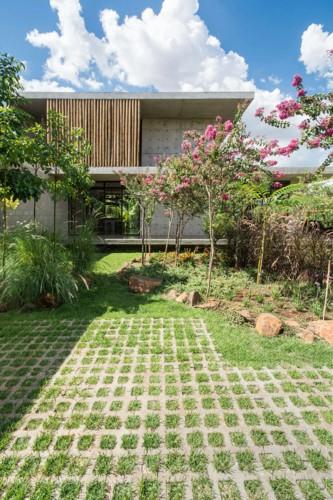 Ngôi nhà 2 tầng làm bằng bê tông đúc sẵn - Ảnh 7.