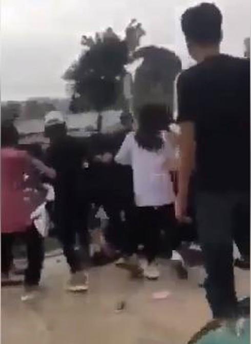 Bị 10 nữ sinh đánh hội đồng, 2 học sinh Quảng Ninh nhập viện - Ảnh 2.