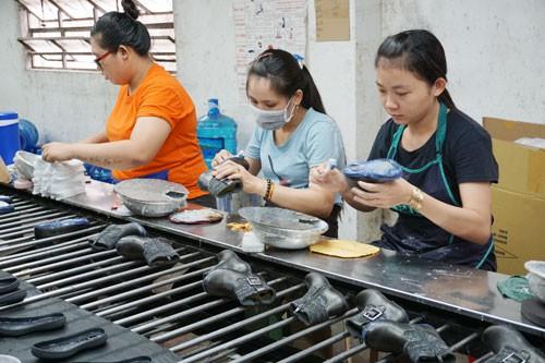 SỬA ĐỔI BỘ LUẬT LAO ĐỘNG 2012: Lắng nghe nguyện vọng người lao động - Ảnh 1.
