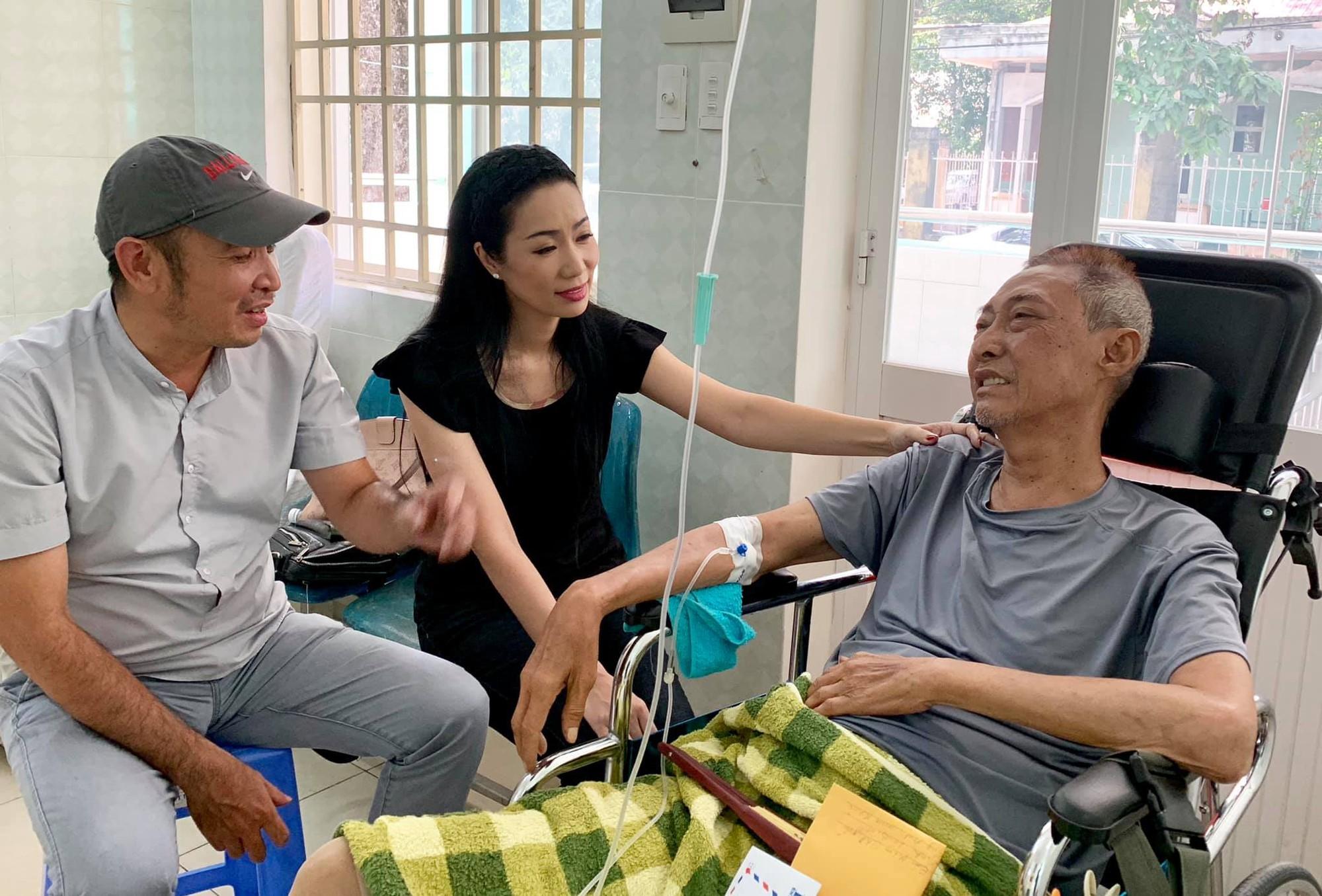 [eMagazine] Đồng nghiệp xót xa nói lời vĩnh biệt nghệ sĩ Lê Bình - Ảnh 7.