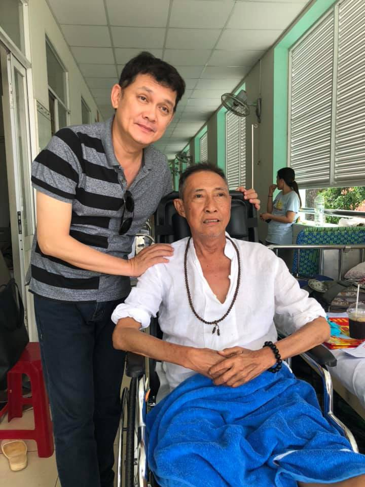 [eMagazine] Đồng nghiệp xót xa nói lời vĩnh biệt nghệ sĩ Lê Bình - Ảnh 4.
