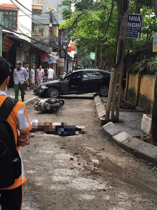Nữ tài xế xe Camry lùi xe tông chết người phụ nữ đi xe máy - Ảnh 1.