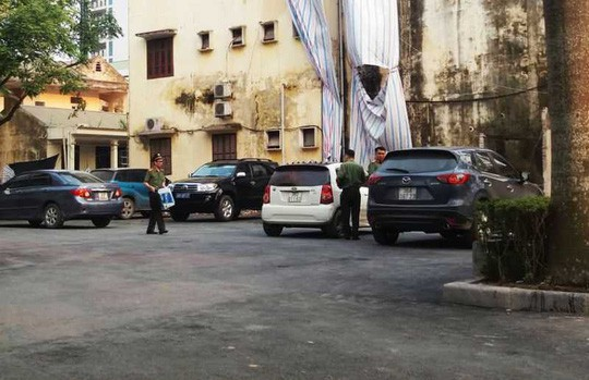 Bat 2 giam doc trong vu 5 can bo Thanh tra Thanh Hoa bi khoi to toi nhan hoi lo