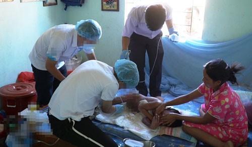 Vụ bác sĩ năn nỉ bố mẹ cứu bé 9 tuổi bị phỏng nặng: Gian nan đưa bé trở lại bệnh viện - Ảnh 1.