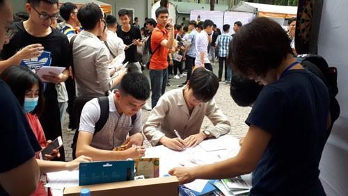 Hà Nội: Gần 2.000 cơ hội việc làm cho sinh viên và người lao động - Ảnh 1.