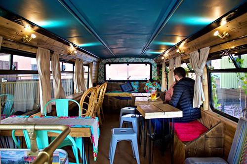 Tiệm bánh mì Việt trong xe buýt hai tầng ở Anh - Ảnh 5.
