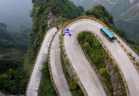 Đi cáp treo dài 7.500 m và leo 999 bậc thang để đến cổng trời - Ảnh 7.