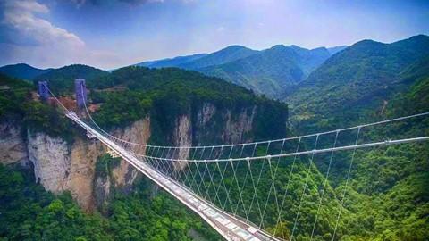 Đi cáp treo dài 7.500 m và leo 999 bậc thang để đến cổng trời - Ảnh 10.