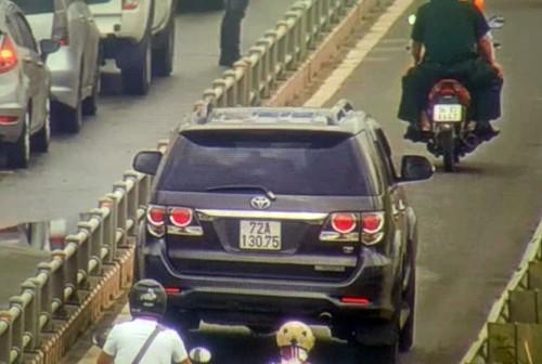 Ôtô tràn vào làn xe máy trên đường dẫn cao tốc TP HCM - Long Thành - Dầu Giây - ảnh 1