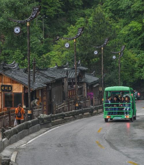 Làng cổ 1.700 tuổi của dân tộc Miêu ở Trung Quốc - Ảnh 9.
