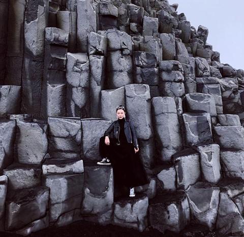 Bãi biển cát đen đẹp huyền ảo không ai được phép tắm ở Iceland - Ảnh 11.