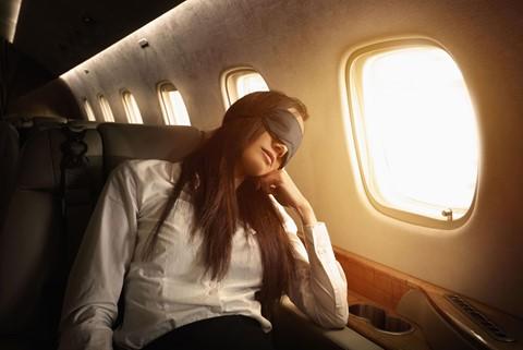 6 gợi ý giúp bạn đánh một giấc ngon lành trên máy bay - Ảnh 3.