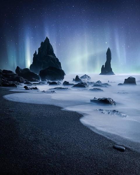 Bãi biển cát đen đẹp huyền ảo không ai được phép tắm ở Iceland - Ảnh 6.