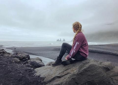 Bãi biển cát đen đẹp huyền ảo không ai được phép tắm ở Iceland - Ảnh 9.