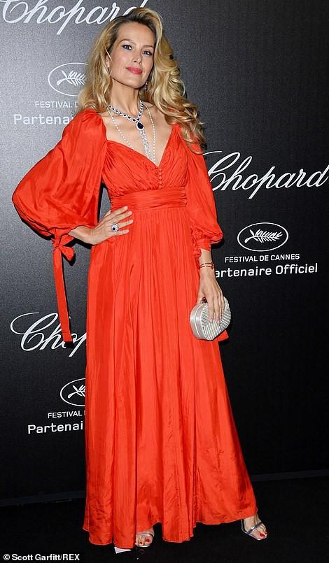 Cựu Hoa hậu Thế giới diện đầm tím, tình tứ cùng chồng ở tiệc Chopard - ảnh 8