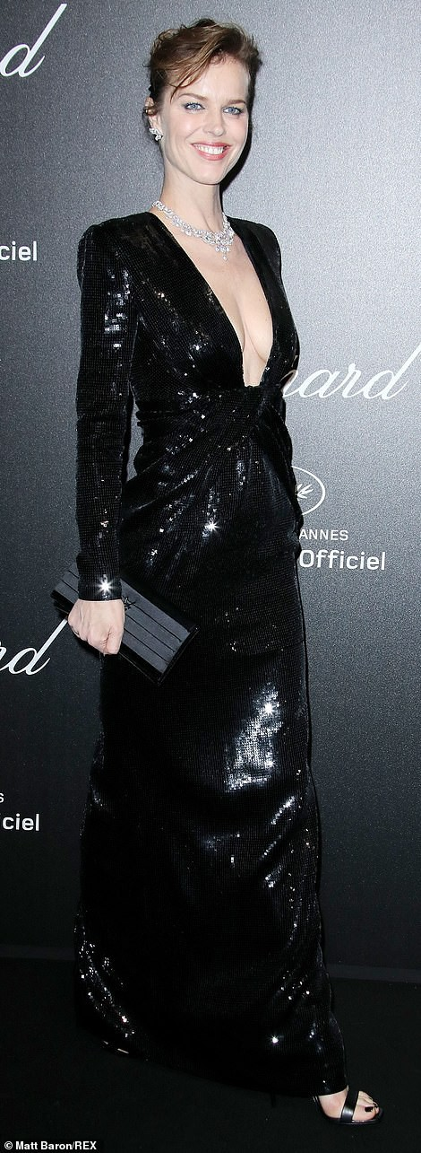 Cựu Hoa hậu Thế giới diện đầm tím, tình tứ cùng chồng ở tiệc Chopard - ảnh 6