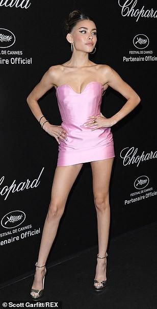 Cựu Hoa hậu Thế giới diện đầm tím, tình tứ cùng chồng ở tiệc Chopard - ảnh 5